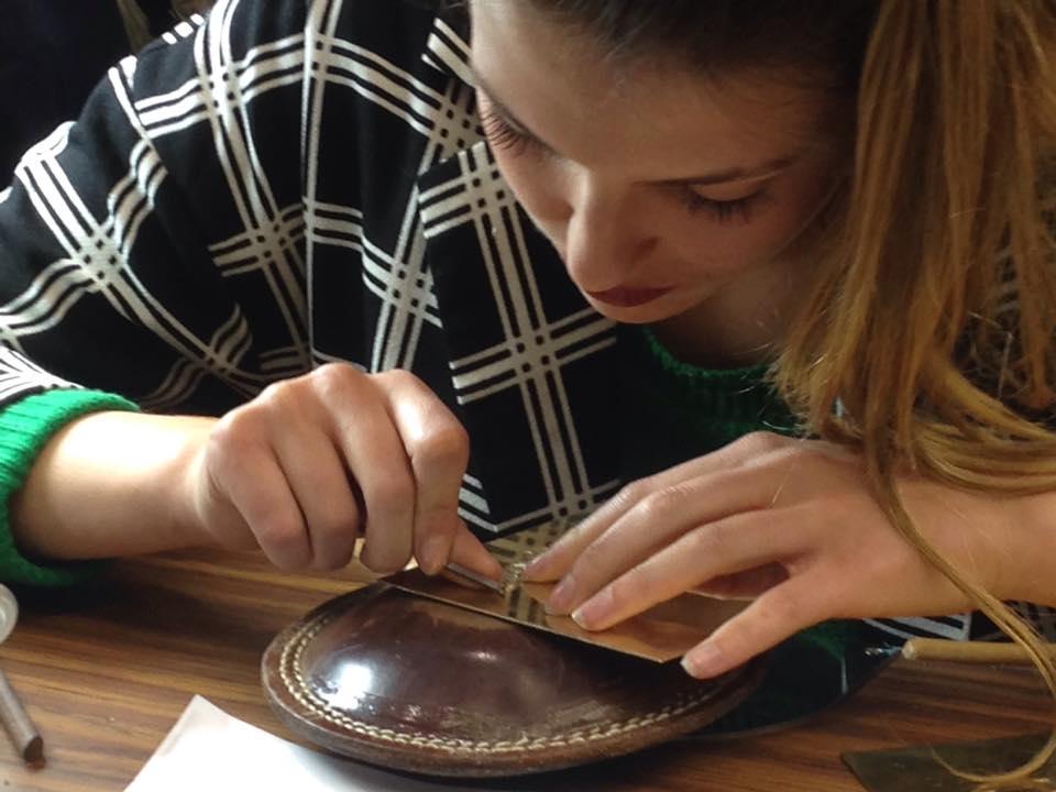 94-fanny eleve de gravure à l'école boule